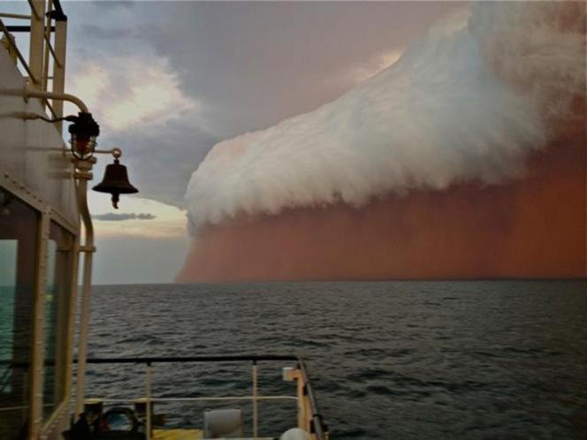 Tempête de sable au large de la ville d'Onslow, sur la côte ouest de l'Australie, le 9 janvier 2013.