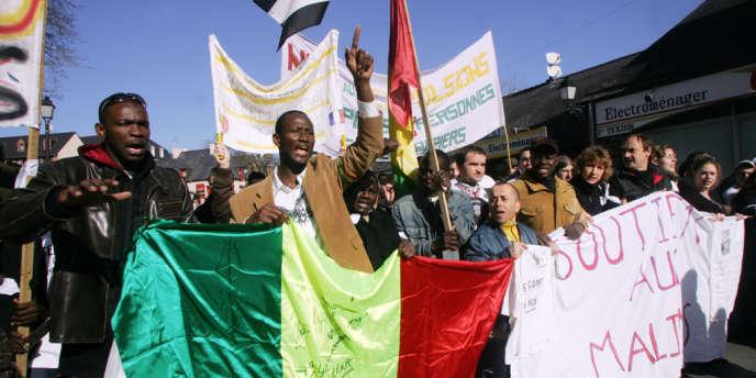 Manifestation contre l'expulsion de 23 Maliens à Montfort-sur-Meu (Ille-et-Vilaine), le 10 mars 2007.