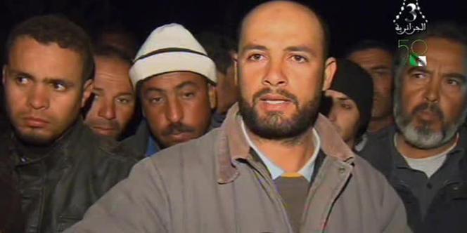 Capture d'écran de la télévision algérienne montrant des otages algériens qui ont pu échapper aux djihadistes.