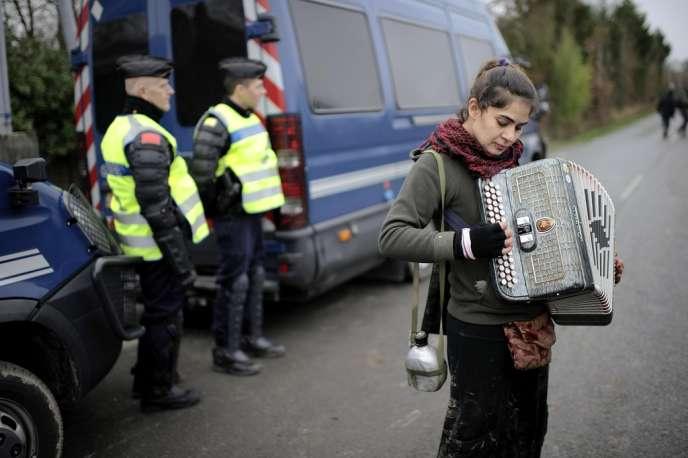 Dans le bocage nantais, le face-à-face continue entre gendarmes et opposants au projet d'aéroport à Notre-Dame-des-Landes (Loire-Atlantique).