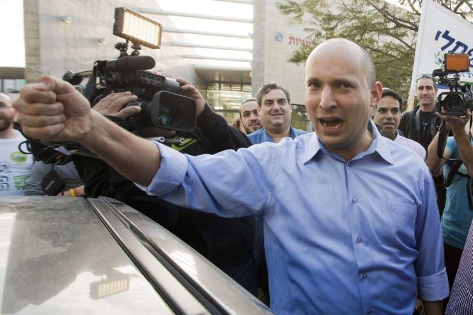 Naftali Bennett, à la sortie du bureau de vote à Raanana, le 22 janvier.