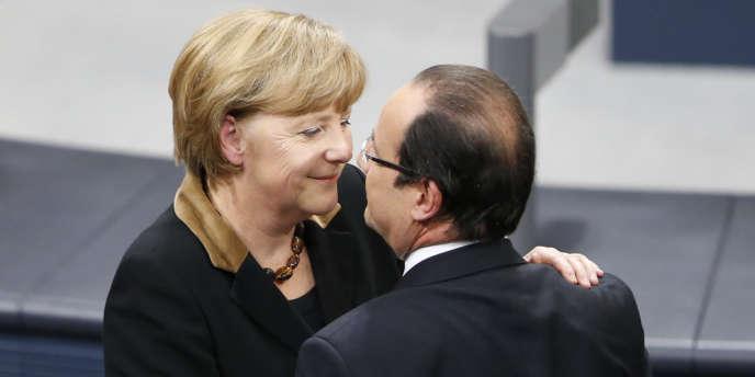 La chancelière allmeande Angela Merkel et le président de la République François Hollande au Bundestag, mardi 22 janvier.