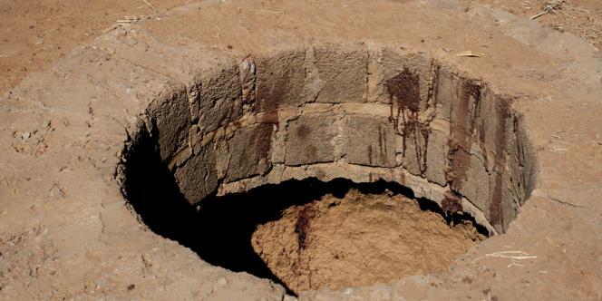 Le trou aurait été rebouché avec de la terre fraîche.