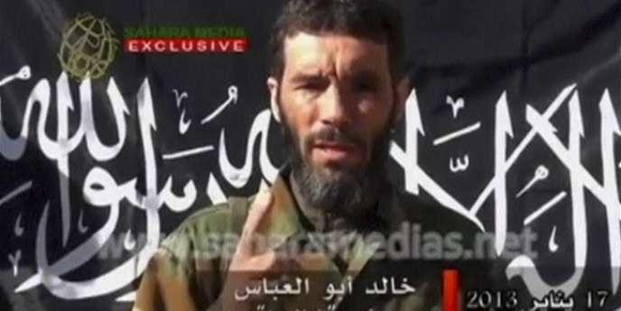 Mokhtar Belmokhtar dans une vidéo diffusée par Sahara Media, le 21 janvier.