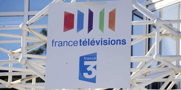 Ancienne présentatrice de l'émission « Les 4 Vérités » et ex-présentatrice remplaçante des journaux du week-end sur France 2, Françoise Laborde avait obtenu un détachement de France 2 pour aller au CSA en 2009.