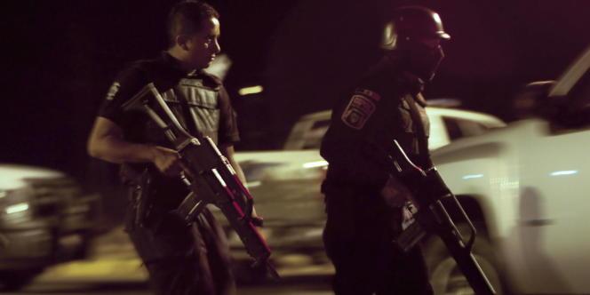 Intervention policière à Ciudad Juarez (Chihuahua). Layda Negrete et Roberto Hernandez dénoncent la corruption de la police mexicaine.