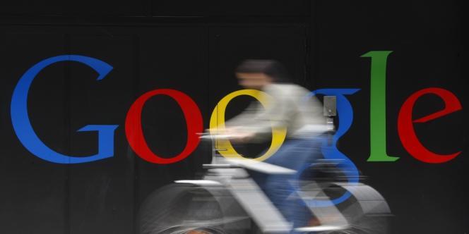 Devant l'entrée principale des bureaux de Google à Zurich, en juillet 2009.