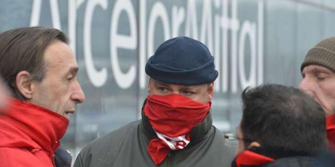 Manifestants devant le siège d'ArcelorMittal à Flemalle, le 24 janvier 2013.