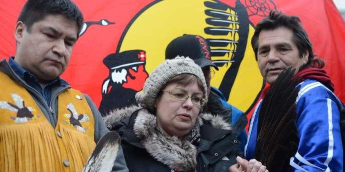 Theresa Spence, chef amérindienne Attawapiskat, devant le tipi où elle a effectué 44 jours de grève de la faim, le 4 janvier à Ottawa.
