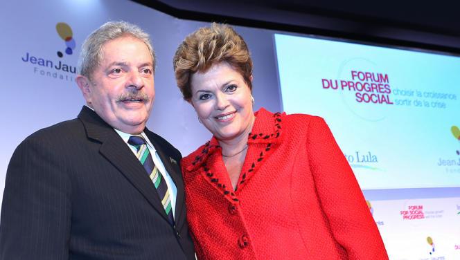 L'ancien président du Brésil Luiz Inacio Lula da Silva et sa successeur Dilma Rousseff lors du Forum du progrès social, à Paris, le 11 décembre 2012.
