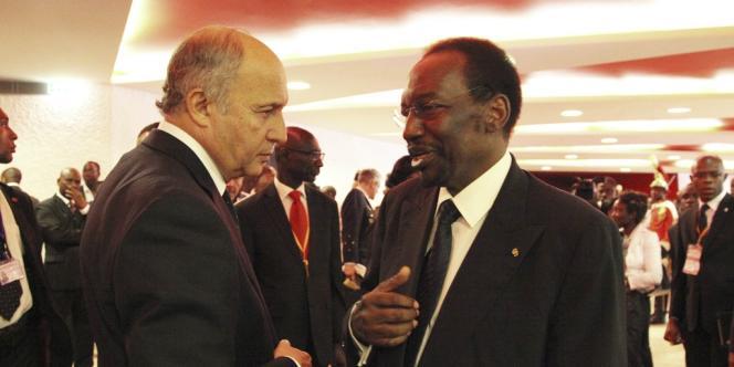 Laurent Fabius avec le président malien par intérim, Dioncounda Traoré, le 19 janvier à Abidjan.