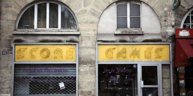 L'un des principaux distributeurs français de jeux vidéo, Game France, en redressement judiciaire, va licencier au moins 400 personnes malgré les trois offres de reprise partielle, mais complémentaires.
