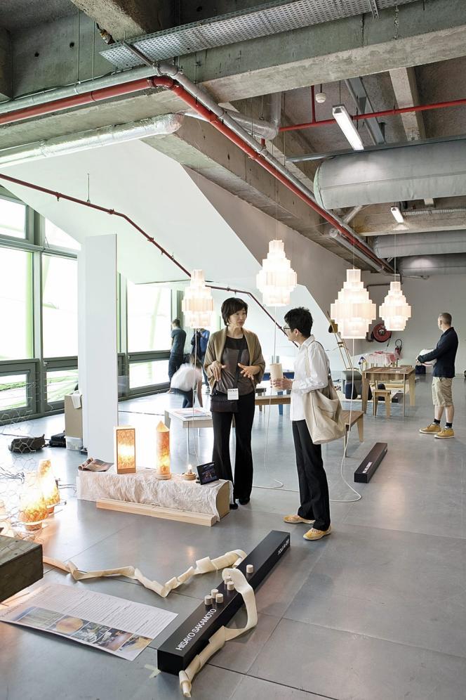 Certains éditeurs favorisent  les créations artisanales, comme  la Heater Chair de Boris Dennler, présentée par la galerie Artisan Social Designer (ci-dessus).
