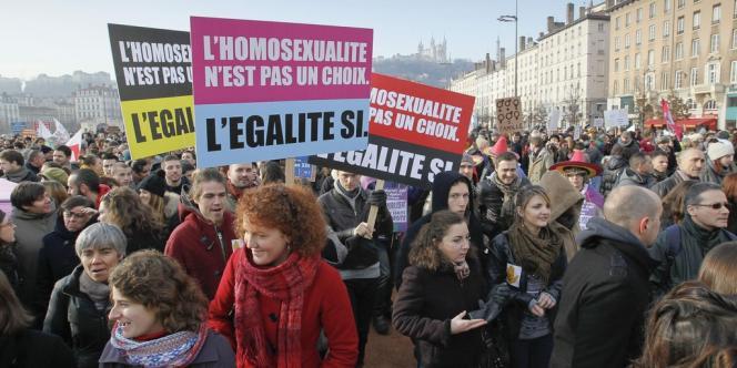 Plusieurs milliers de personnes se sont retrouvées à Lyon pour défendre