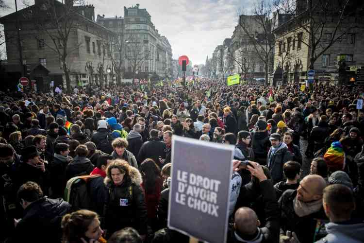 "People demonstrate in support of a government project to legalize same-sex marriage and adoption for same-sex couples in Paris, France, Sunday, Jan. 27, 2013. Placard reads : ""The right to choose"". (AP Photo/Benjamin Girette)"