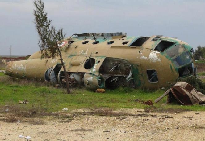 Sur la base de Taftanaz, l'un des hélicoptères du régime de Bachar Al-Assad abattus par les rebelles début janvier 2013.