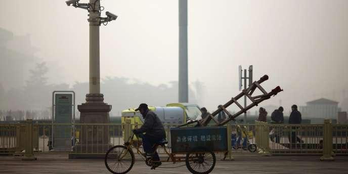 Ciel brumeux à Pékin, où la pollution de l'air a atteint des niveau jamais égalés, le 28 janvier 2013.