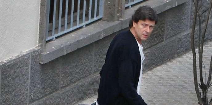 Eufemiano Fuentes, le 15 décembre 2010, à la sortie du centre médical Altavista de Las Palmas, où il exerce en tant que médecin généraliste.