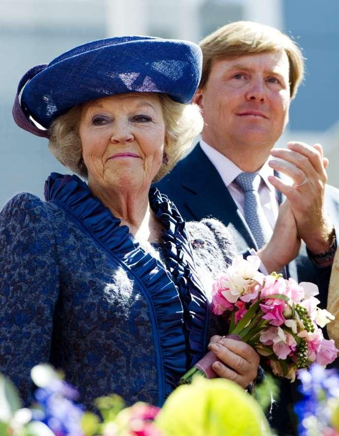 La reine Beatrix et son fils aîné, Willem- Alexander, 45 ans, qui deviendra chef d'Etat le 30 avril.