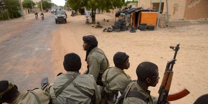 Soldats maliens à Tombouctou, le 28 janvier.