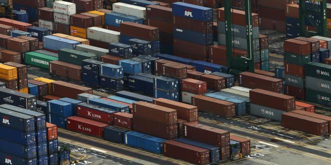 Des containers stockés dans le port de Singapour, le 15 janvier 2013.