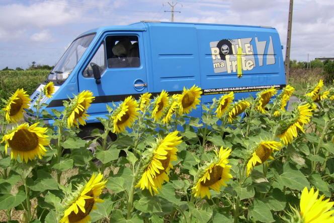 Le camion de collecte d'huile de friture usagée roule lui aussi grâce à ce carburant recyclé.