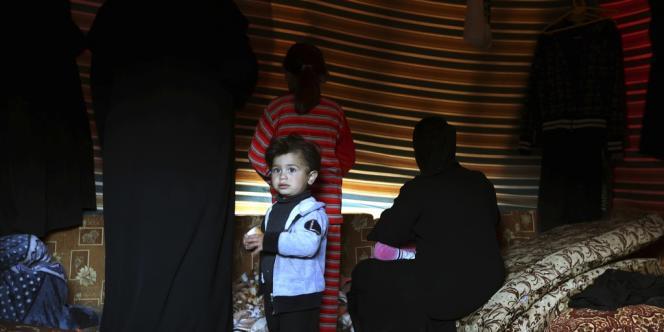 Une famille de déplacés de l'intérieur syriens près de Damas, le 29 janvier 2013.
