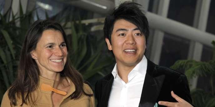 La ministre de la culture et de la communication, Aurélie Filippetti, avec le pianiste Lang Lang au 47e Midem à Cannes, le 27 janvier 2013.