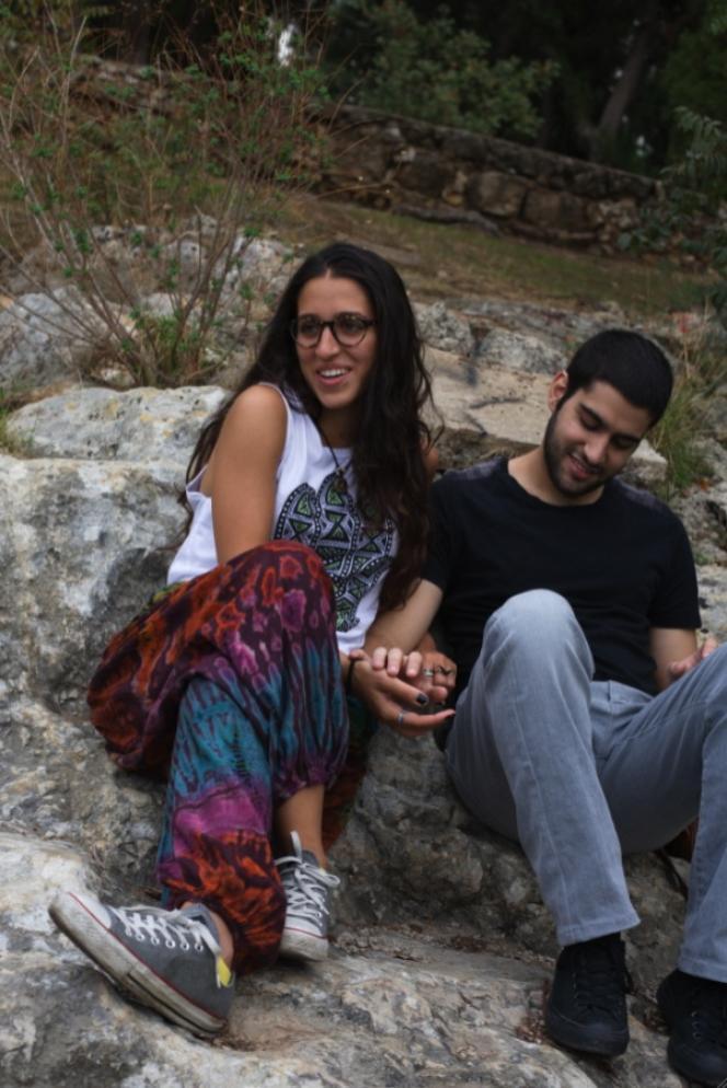 Université américaine de Beyrouth, en octobre 2012. Yara et Adnan s'aiment depuis un an et demi. Elle est athée d'origine chiite, lui musulman sunnite. Et pour une fois leurs parents sont au courant...