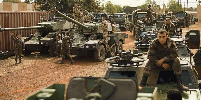 La force Licorne,  le 15 janvier, à Abidjan, partant pour Bamako dans le cadre  de l'opération