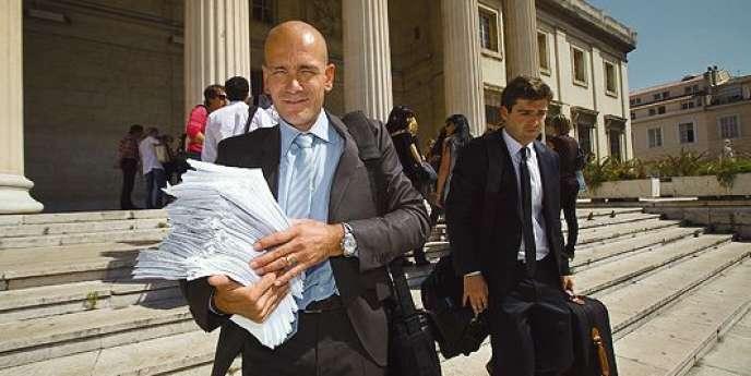 Parmi les faits d'armes de Jean-Christophe Coubris, l'affaire des prothèses PIP. L'avocat devant le tribunal  de Marseille,  en juin 2010, avec son associé  Philippe  Courtois.