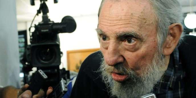 Fidel Castro dans un bureau de vote de La Havane, le 3 février.
