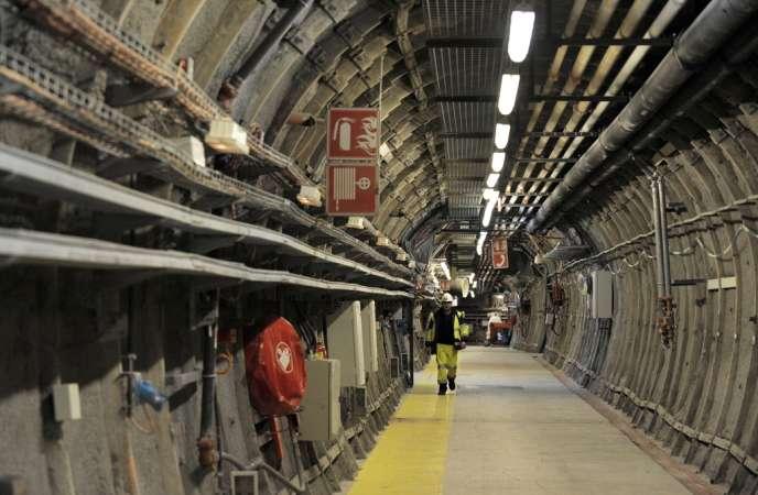 Dans le sous-sol de Bure (Meuse), 80 000 m3 de déchets radioactifs doivent être stockés dans 15 km2 de galeries.
