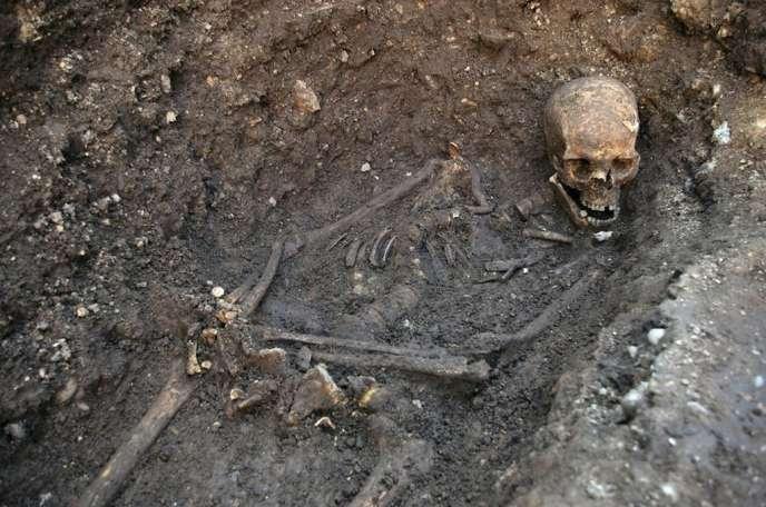 Le squelette découvert sous un parking municipal de Leicester est bien celui de Richard III d'Angleterre.