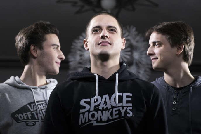 De gauche à droite : Clément, 19 ans, Jean-Marc, l'aîné, 27 ans et Matthieu, 25 ans.