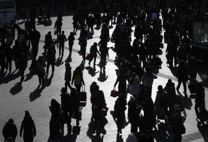 Depuis 1968, le biologiste américain Paul Ehrlich met en garde l'opinion sur les dangers de la surpopulation.