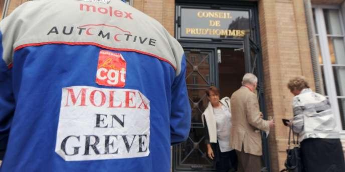 Un employé de Molex au conseil de prud'hommes de Toulouse, en septembre2009.