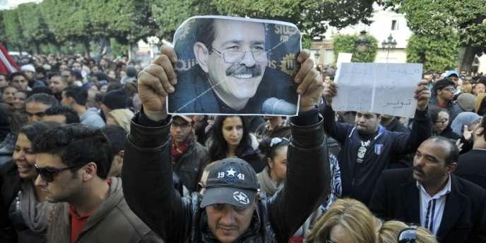 Manifestation à Tunis devant le ministère de l'intérieur, le 6 février, après l'assassinat de l'opposant Chokri Belaïd.
