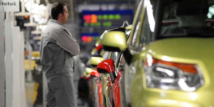 Selon les analystes financiers, PSA pourrait présenter une perte opérationnelle de 1,5 milliard d'euros sur l'exercice, contre un gain en 2011 de 1,3 milliard d'euros.
