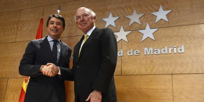 Le numéro deux de Las Vegas Sand Mike Leven aux côtés du chef du gouvernement régional Ignacio Gonzalez, le 8 février à Madrid.