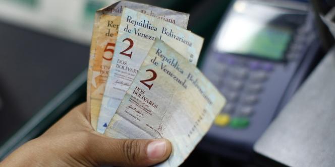 Vendredi, le bolivar est passé de 4,30 à 6,30 pour un dollar américain.