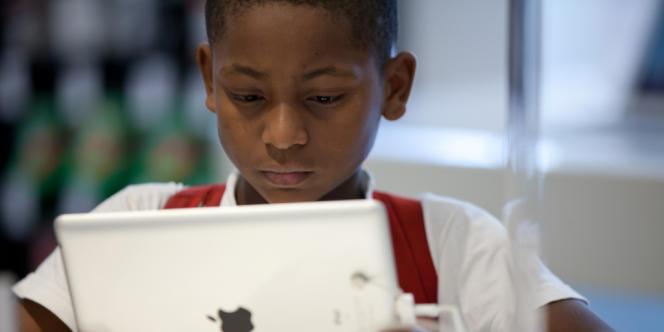 Des chercheurs affirment que l'Académie des sciences a tort de minimiser les effets de la télévison, d'Internet et des jeux vidéo sur les jeunes.