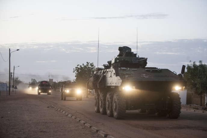 Des blindés de l'armée française à Gao (Mali), le 10 février 2013.