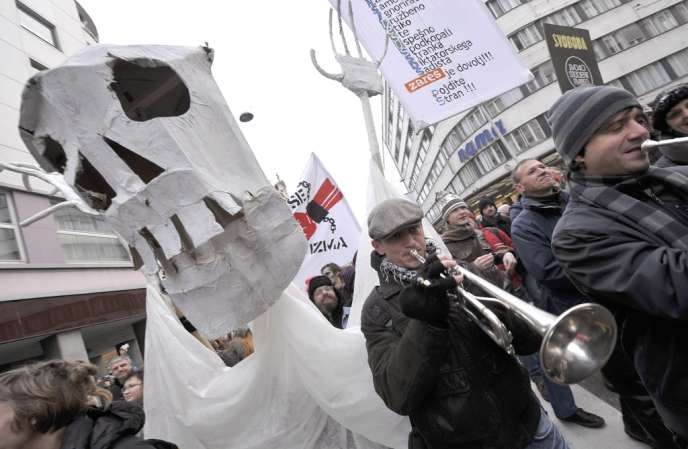 Manifestation de Slovènes contre le plan austérité du gouvernement dans les rue de Ljubljana, le 8 février.