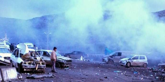 Alors que le régime refuse tout dialogue avec l'opposition, des attaques à la voiture piégée ont eu lieu à Damas et à la frontière turque.