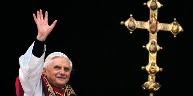 Le pape Benoît XVI a annoncé sa démission dans un discours prononcé en latin lors d'un consistoire au Vatican, lundi 11 février.