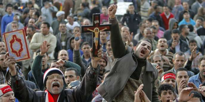 Le deuxième anniversaire de la chute de l'ex-dictateur egyptien a été marqué par des affrontements entre policiers et manifestants aux alentours du palais au Caire.