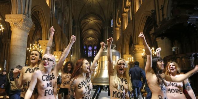 Le 12février2013, des membres des Femen ont pénétré dans la cathédrale Notre-Dame de Paris pour célébrer la renonciation de BenoîtXVI et le vote de la loi sur le mariage pour tous.