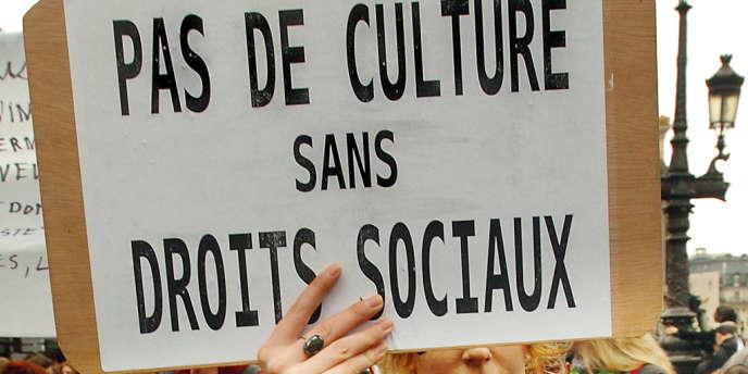 Manifestation des intermittents du spectacle pour protester contre les modifications de leur régime d'indemnisation chômage, le 8 mars 2006, à Paris.