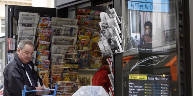 On compte en peu moins de 400 points de vente de journaux dans la capitale, premières victimes, avec les lecteurs, des blocages à répétition de la distribution des quotidiens.